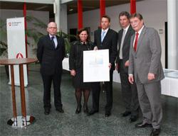 Bildmitte: GF Günter Hinz mit Ehefrau