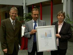 Dr. Harbich (HWK) gratuliert Familie Wolff